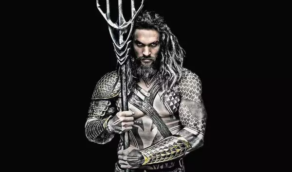 Aquaman-Arthur-Curry-Jason-Mamoa-DC-pelicula-2018-1.png